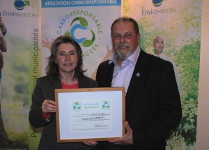 Mrs. Manon Laporte, president and CEO of Enviro-access and Mr. André Boudreau, mayor of the City of Percé (RCM of Rocher-Percé representative)