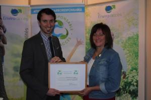 Mme Nathalie Bresse, mairesse de la municipalité d'Ascot Corner et M. Mathieu Muir, directeur de projet chez Enviro-accès