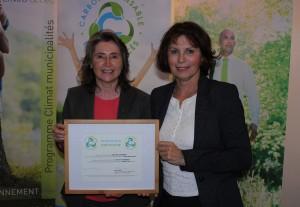 Mme Manon Laporte, présidente-directrice générale d'Enviro-accès et Mme Louisette Langlois, mairesse de la Ville de Chandler