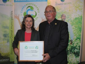 Mme Manon Laporte, présidente-directrice générale d'Enviro-accès et M. Réal Veilleux, conseiller municipal à la municipalité de Lambton