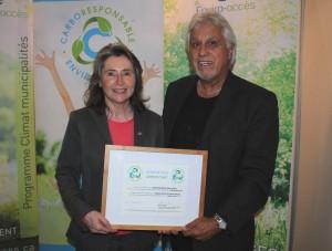 Mme Manon Laporte, présidente-directrice générale d'Enviro-accès et M. Robert Samson, maire de la municipalité de Saint-Gilles